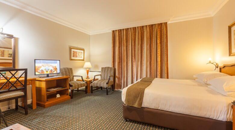 Courtyard Hotel Arcadia Luxury bedroom