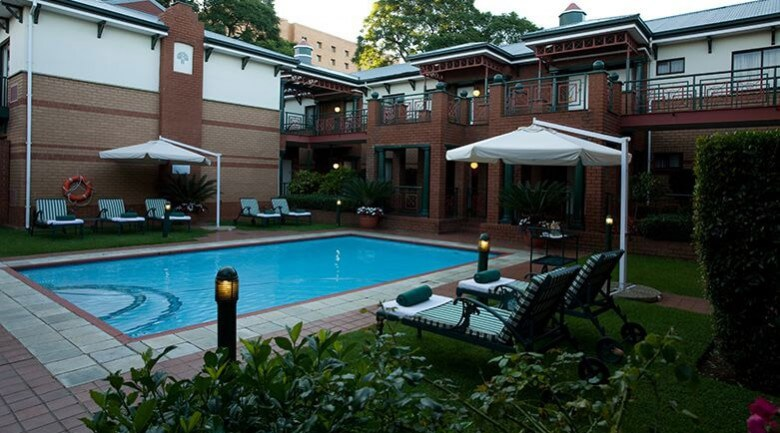 Courtyard Hotel Rosebank Johannesburg Pool